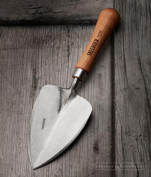Sneeboer Transplanting Trowel © creeperandknotweed.co.uk