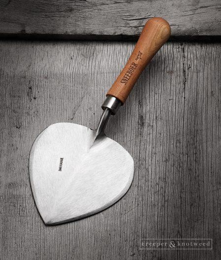 Sneeboer Planting Trowel Old Dutch Style with Cherry wood handle © creeperandknotweed.co.uk