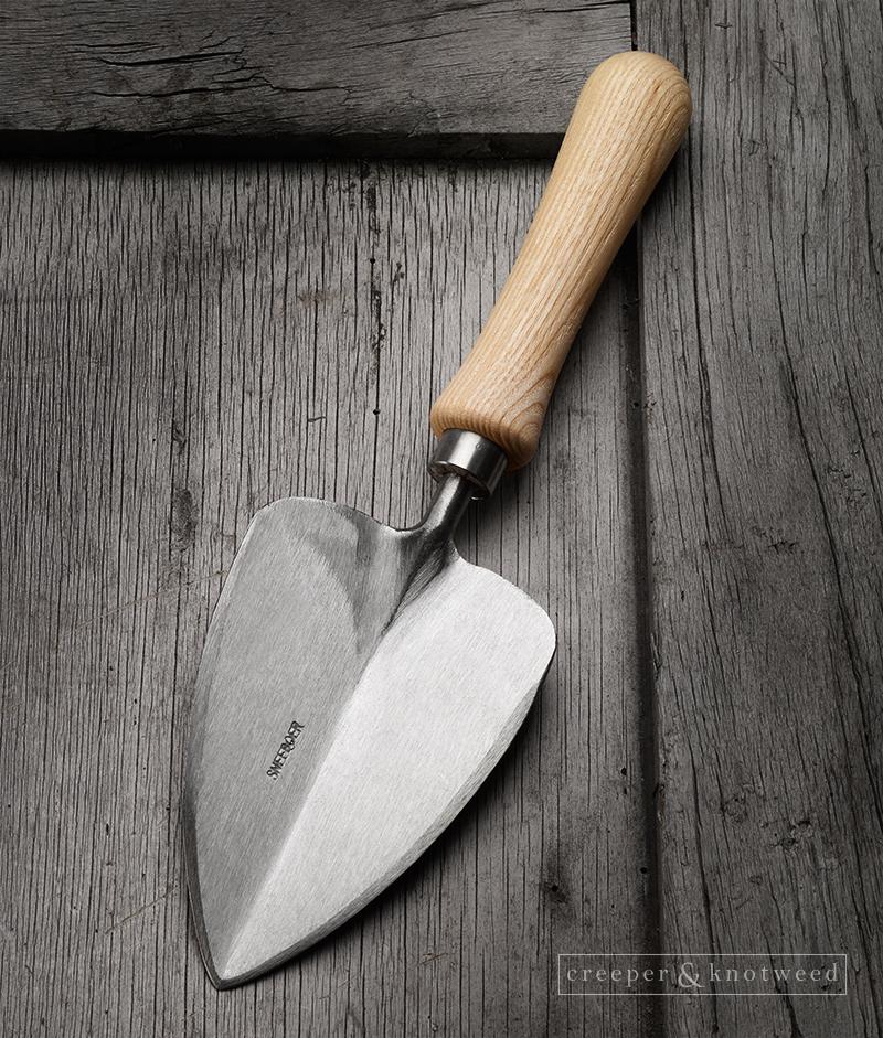 Sneeboer Transplanting Trowel with Ash-handle© creeperandknotweed.co.uk
