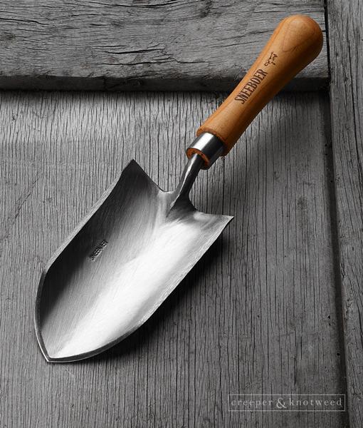Sneeboer Kappe trowel with Cherry wood handle © creeperandknotweed.co.uk