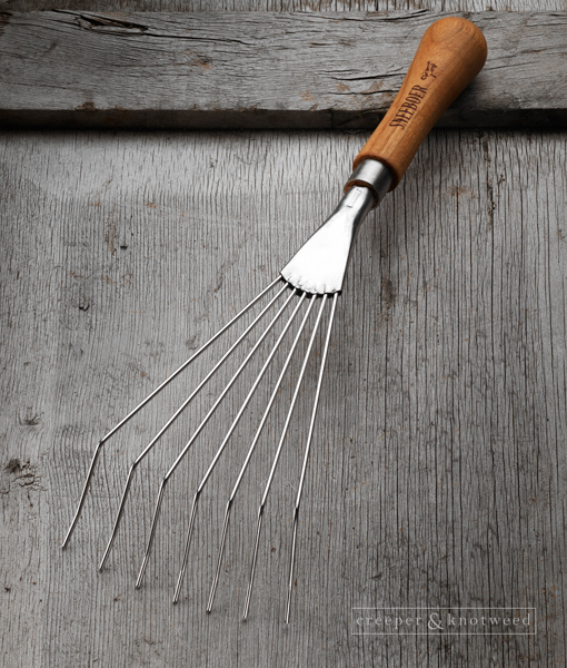 Sneeboer-Leaf-Rake-7t-Cherry- wood handle © Creeper & Knotweed